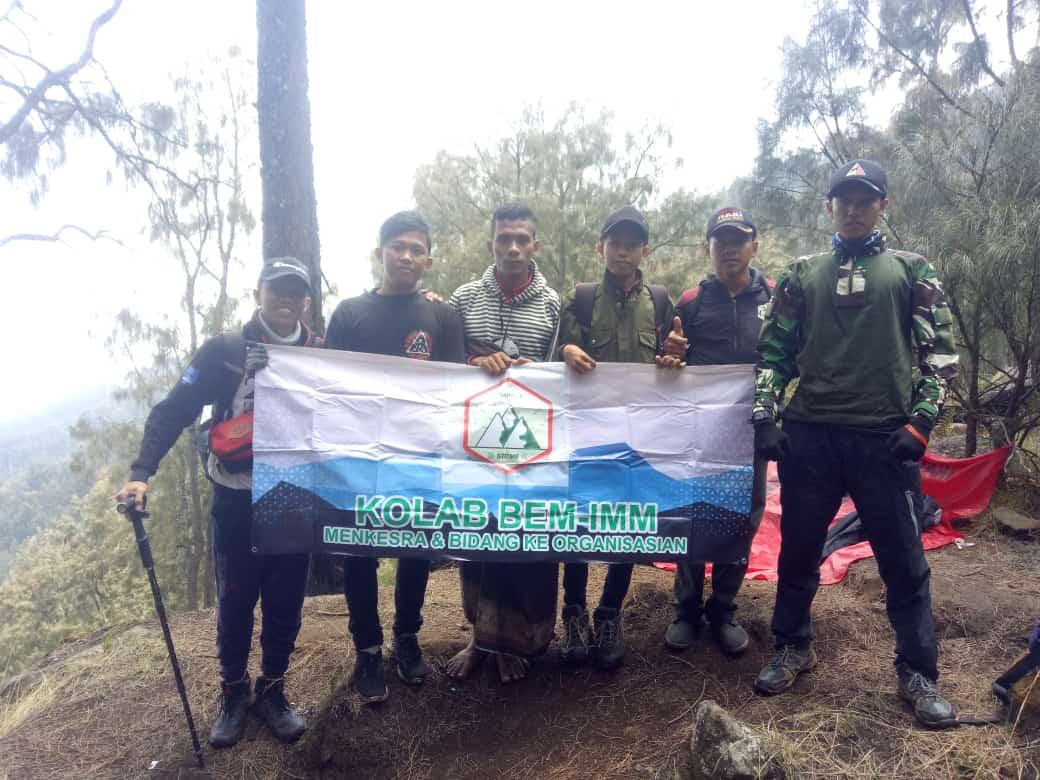MAPALA STIT MUHAMMADIYAH BANGIL: Bakti Sosial dan Bershalawat Bersama di Puncak Gunung Arjuno